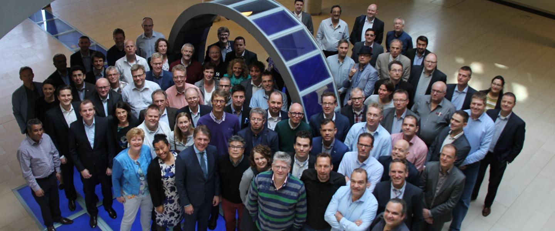 en stor grupp med ledare från flera användarföreningar runt om i världen
